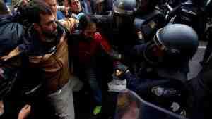 В Каталонии полиция применила силу против манифестантов