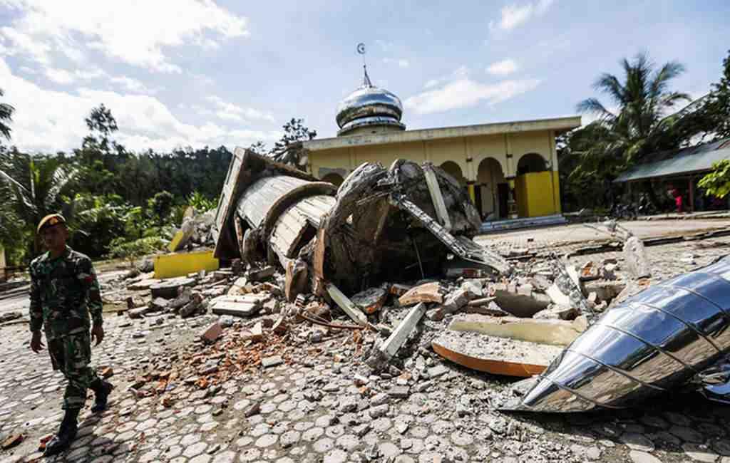 Уберегов Индонезии случилось мощное землетрясение