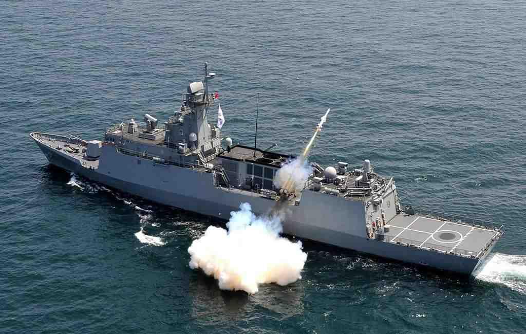 Южная Корея проводит военные маневры врайоне неоднозначных сЯпонией островов