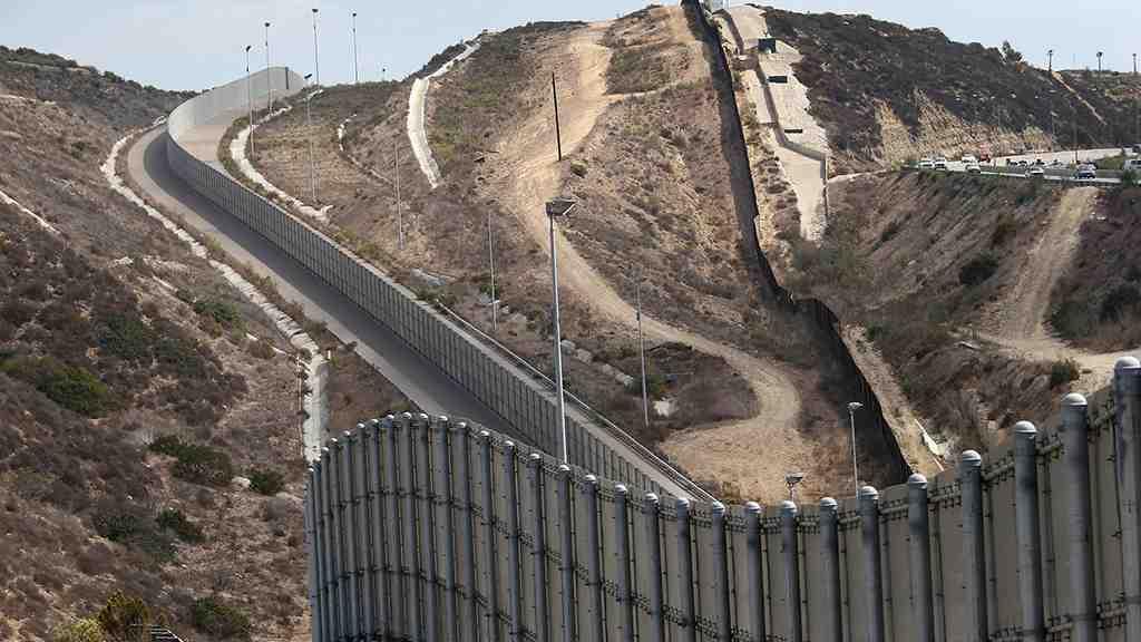 Трамп хочет построить стену награнице сМексикой— Время перемен