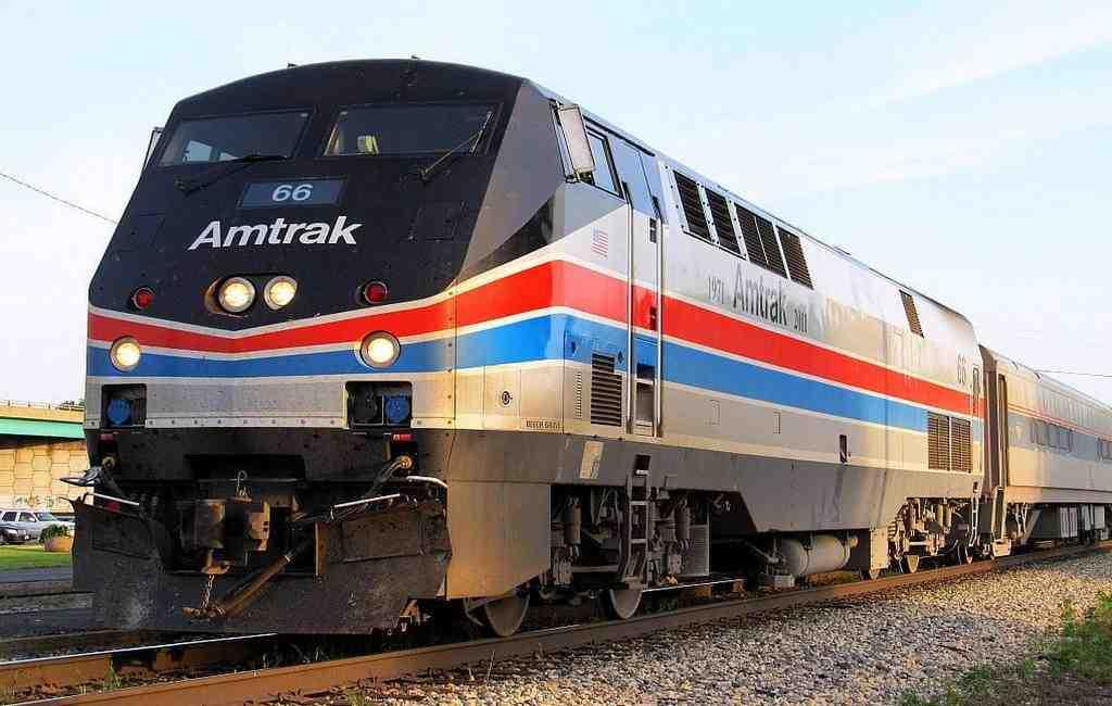 ВСША поезд сконгрессменами протаранил мусоровоз, необошлось без жертв