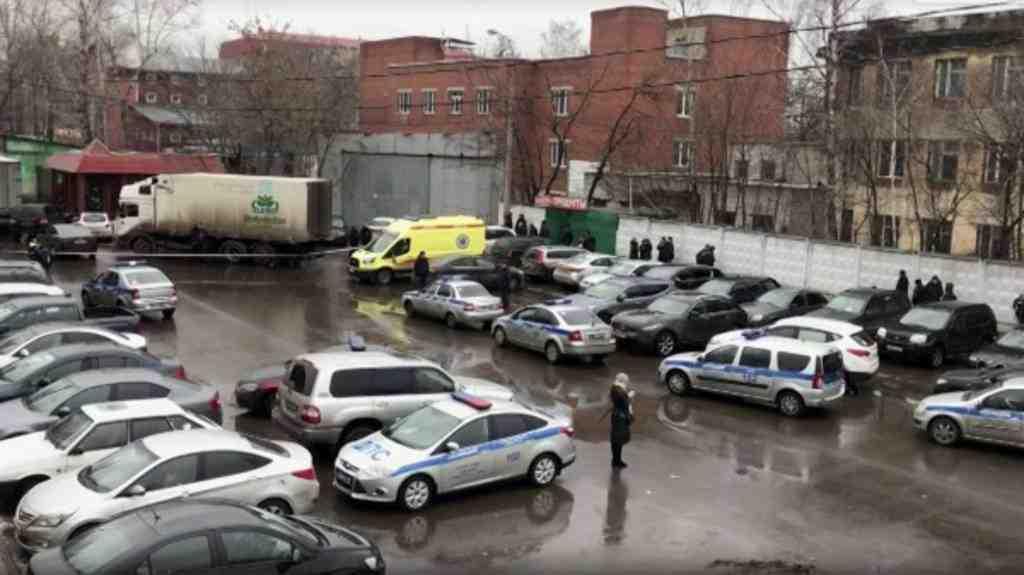 СКпроверяет версию рейдерского захвата фабрики «Меньшевик», владелец которой открыл стрельбу