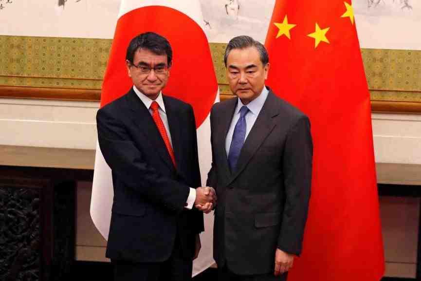 Япония заявила о намерении улучшить отношения с Китаем в 2018 году