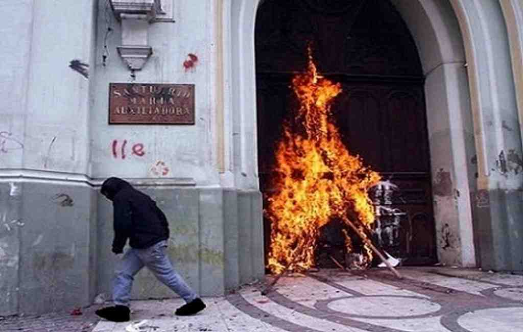 Перед визитом Папы Римского случилось нападение нацеркви вСантьяго