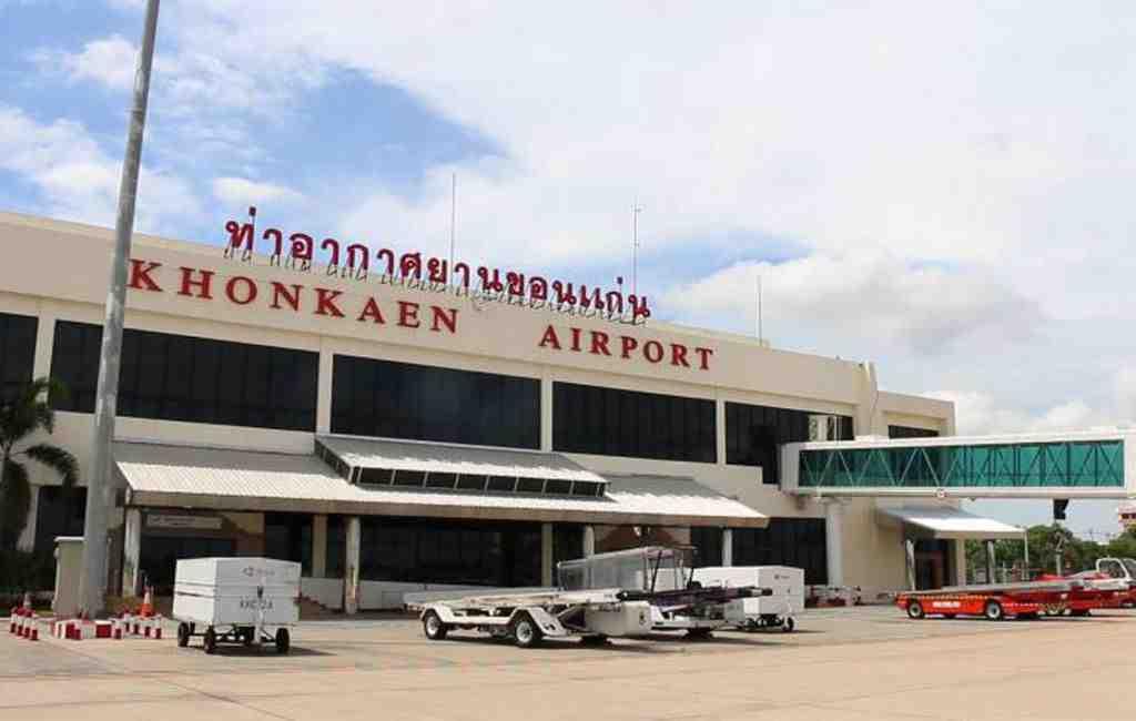 ВТаиланде cотрудники экстренных служб эвакуировали неменее тысячи человек из-за пожара ваэропорту
