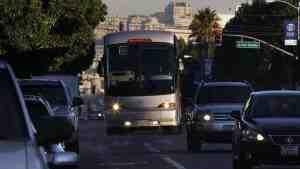 В США неизвестные напали на автобусы Apple
