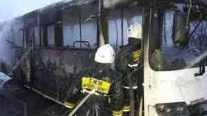 Автобус в Казахстане загорелся из-за паяльной лампы