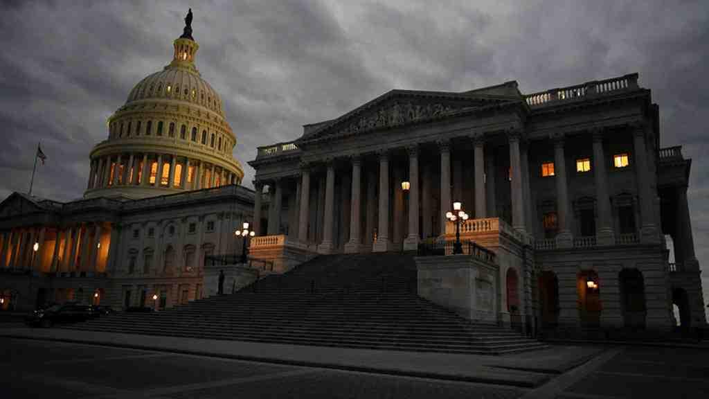 Сенаторы США договорились восстановить  работу руководства