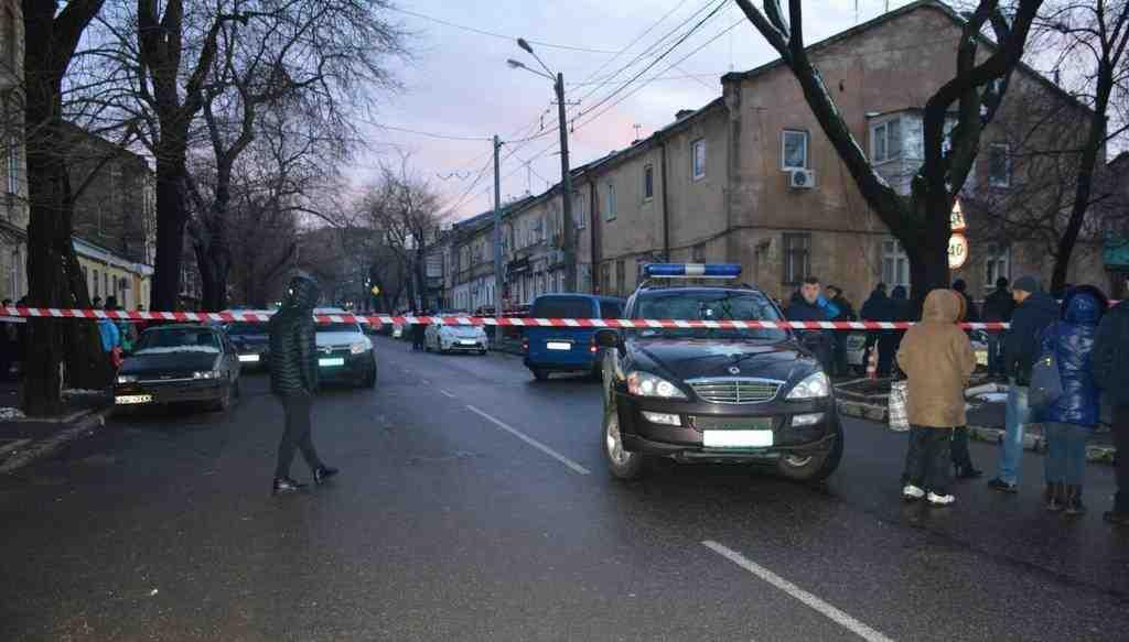 Стрельба вОдессе: ранены три полицейских, таксист, убит сообщник правонарушителя