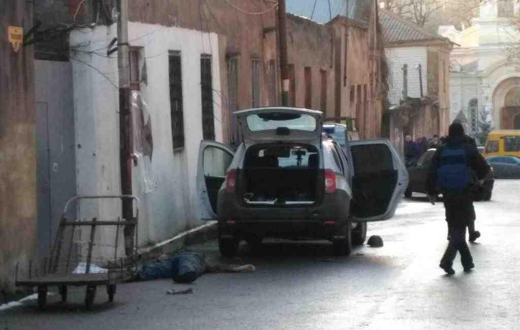 Раненый вовремя перестрелки вОдессе полицейский скончался в клинике