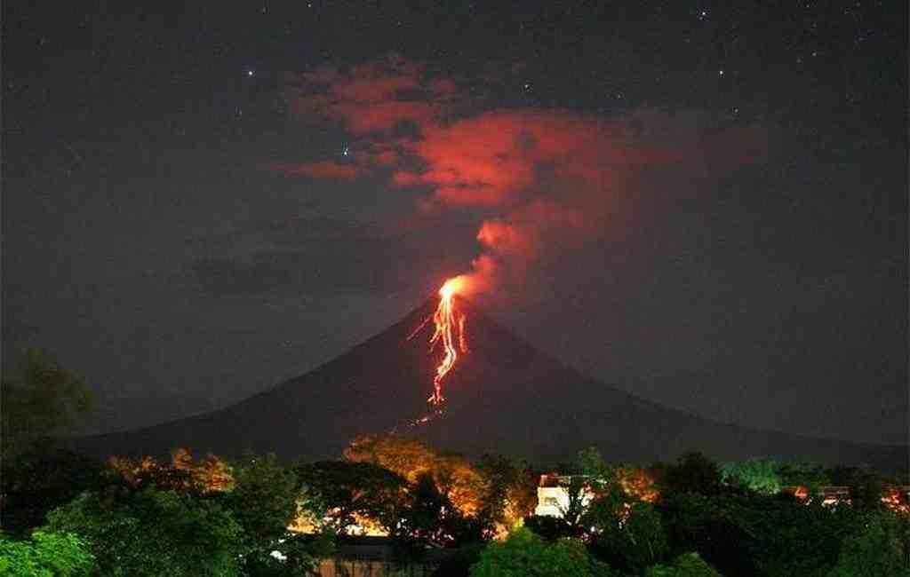 НаФилиппинах случилось извержение вулкана