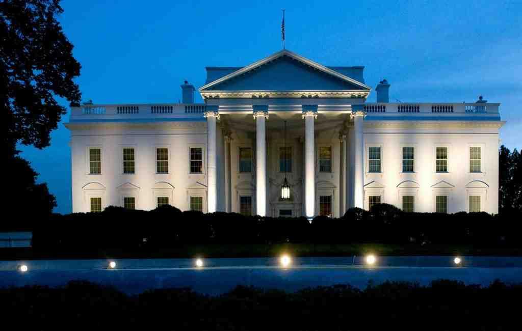 Секретная служба США задержала человека сзаряженным оружием уБелого дома