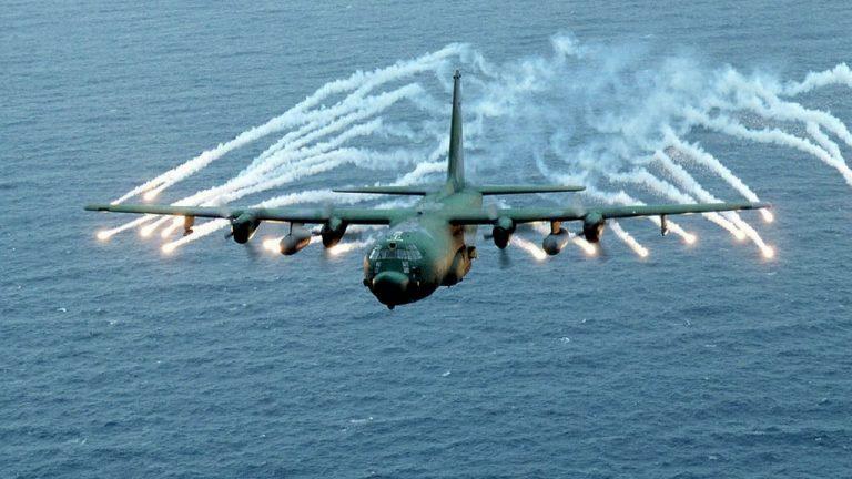 Самолёт MC-130 Combat Talon над Индийским океаном