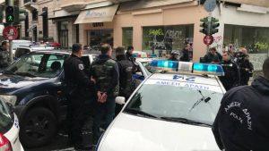 Украинские футбольные болельщики разгромили кафе в Афинах