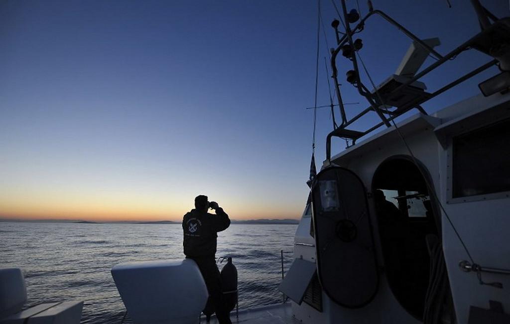 17 турецких чиновников убежали  вГрецию нанадувной лодке