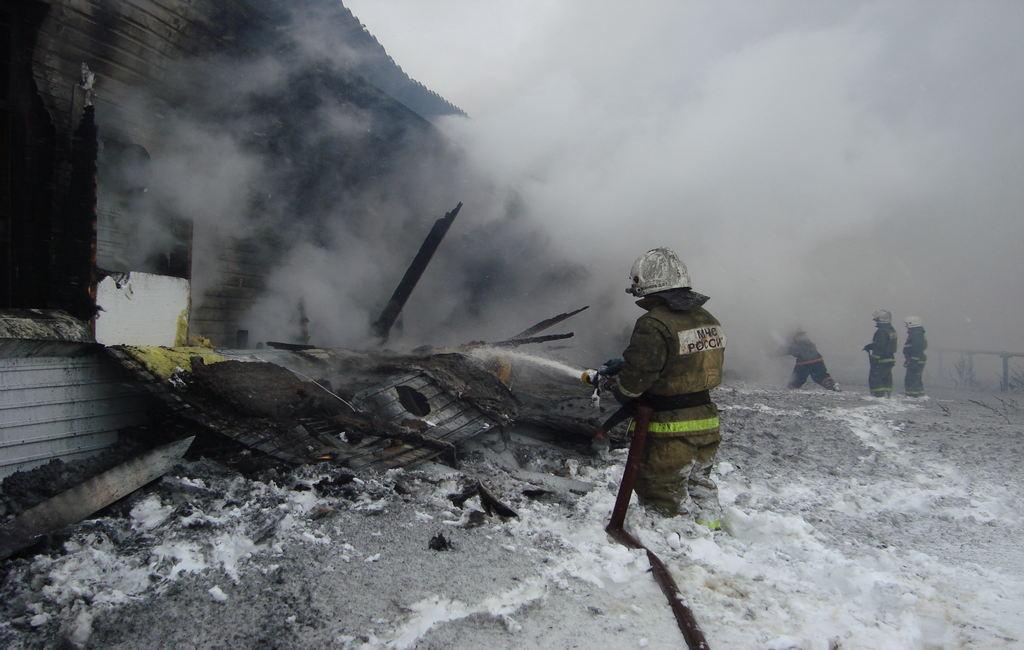 ВКрестецком районе наптицефабрике «Белгранкорм» горел ангар