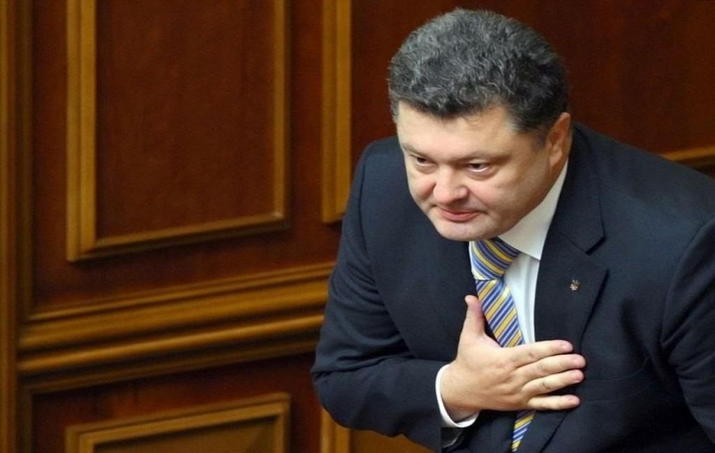 Суд приостановил допрос Порошенко после вопроса оМальдивах