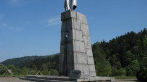 В Польше начался снос памятника советскому генералу Каролю Сверчевскому