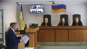 Суд Киева отклонил запрос о повторном допросе Порошенко