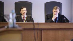 Защита Януковича добивается повторного допроса Порошенко