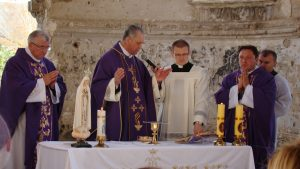 Священник-католик: Власть Украины стоит на крови и войной обогащается