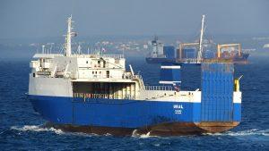 В Тунисе задержано судно с военным грузом из России