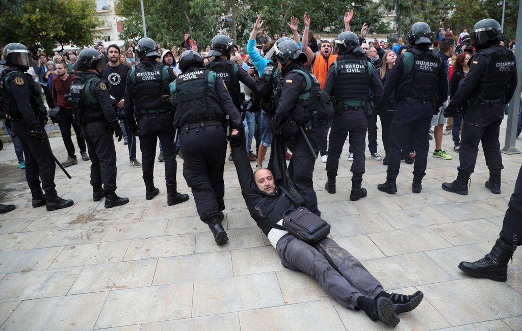 ВБарселоне произошли столкновения сполицией приверженцев ипротивников визита ФилиппаVI