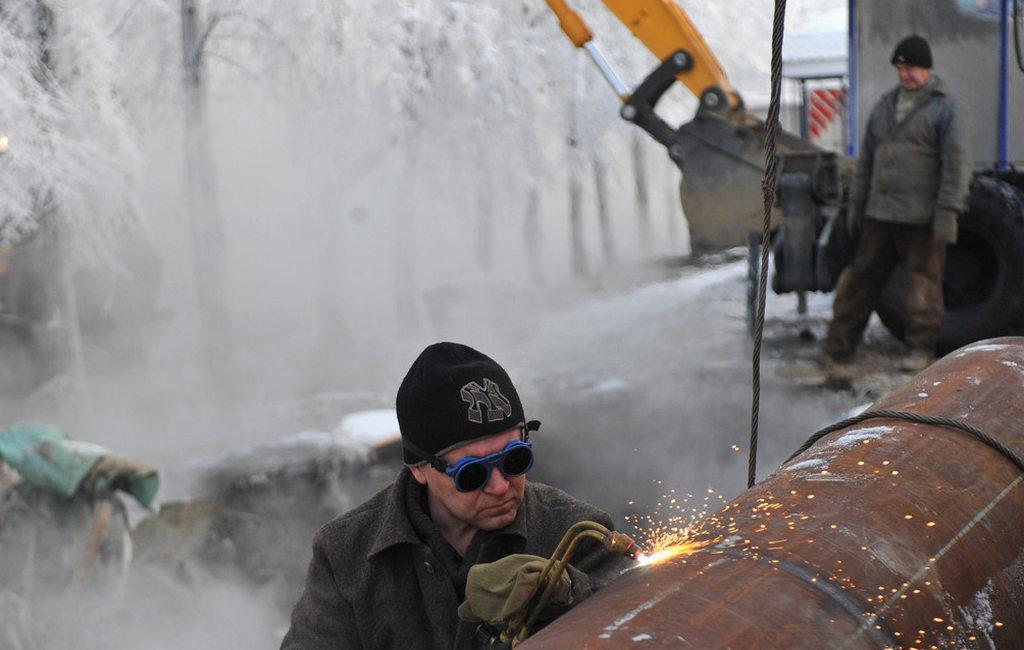 Практически 90 домов вПензе остались без отопления из-за дорожной аварии натеплосетях