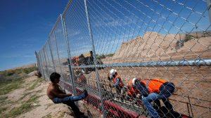 Полиция Мексики задержала около 200 мигрантов вблизи границы с США