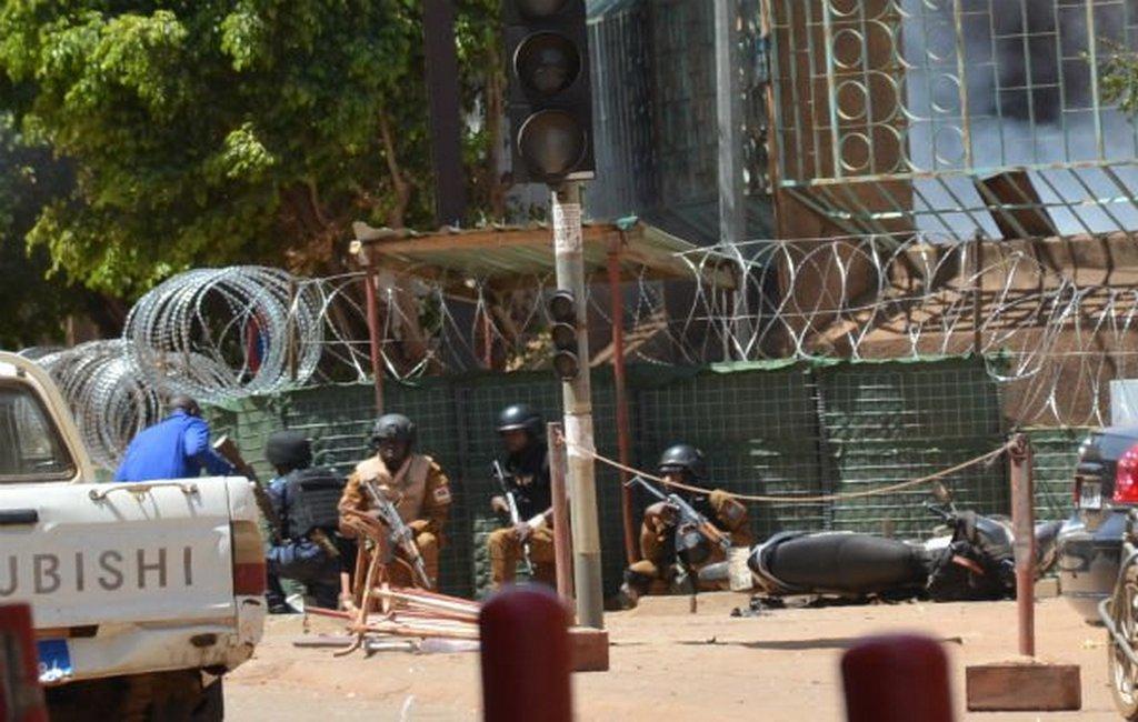 Напосольство Франции вБуркина-Фасо напали террористы
