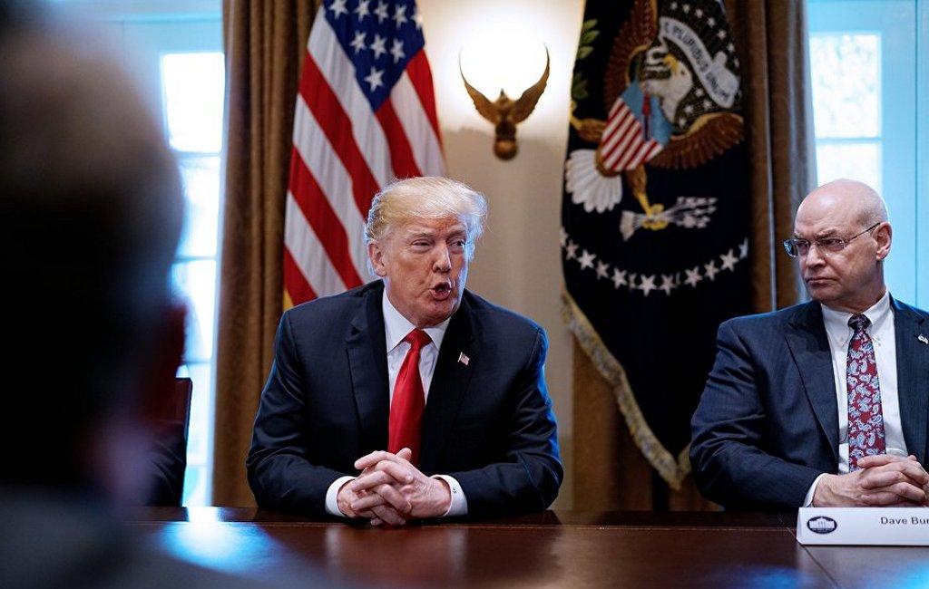 Трампа раскритиковали в съезде за стремление править пожизненно