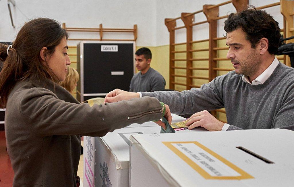 ВИталии проходят выборы впарламент республики