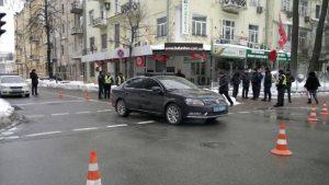 Кортеж Порошенко в центре Киева сбил человека