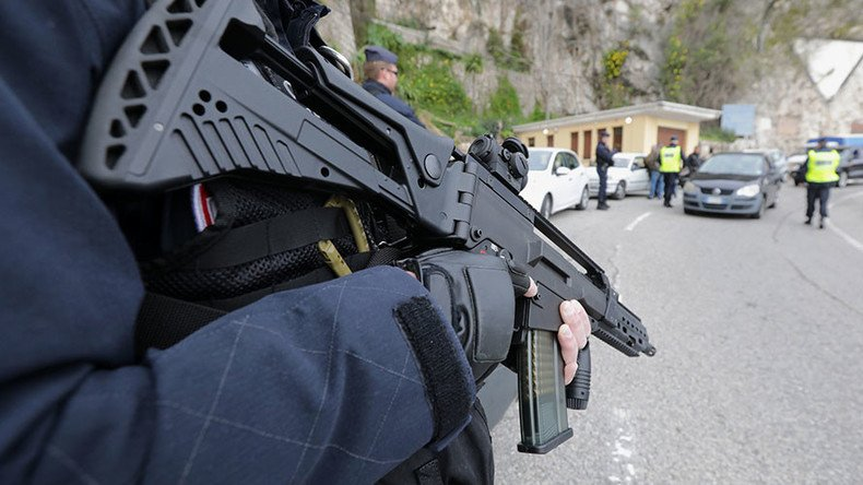 Наюге Франции убит террорист, захвативший заложников всупермаркете