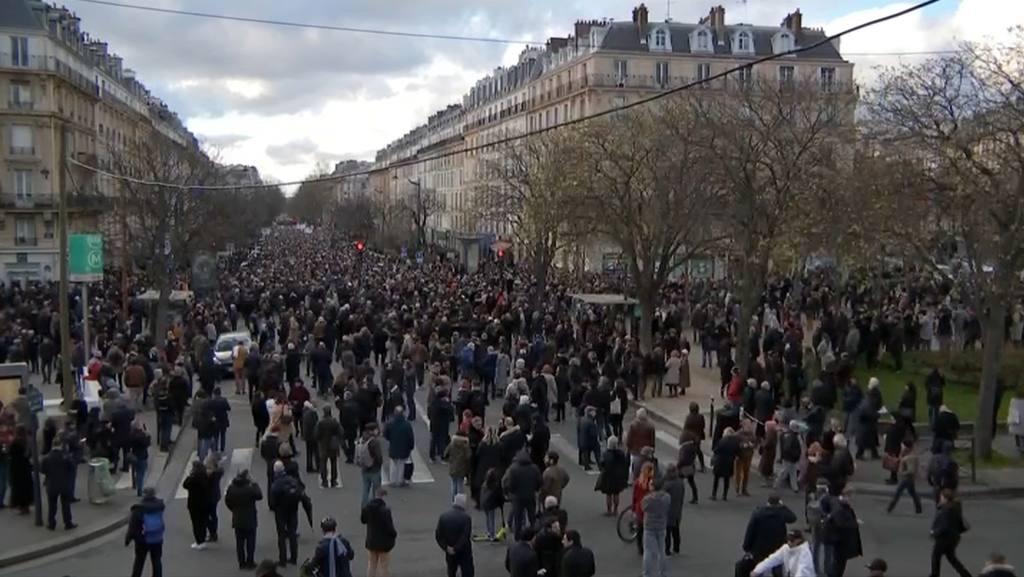 Встолице франции прошел многотысячный марш против антисемитизма