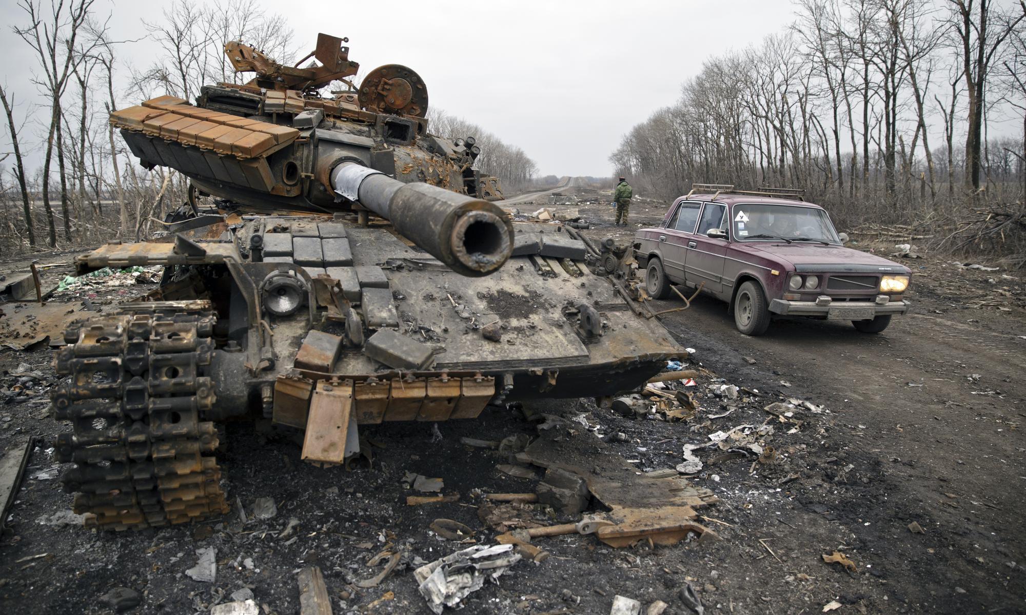 фото разбитой и подбитой военной техники идет герметизация швов