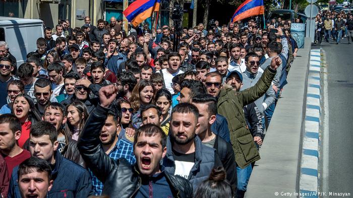 Президент Армении Армен Саркисян пришел намитинг оппозиции