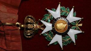 Асад вернул французам Орден Почетного легиона