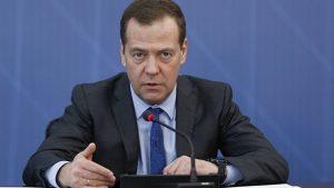 Медведев: пора обсуждать повышение пенсионного возраста