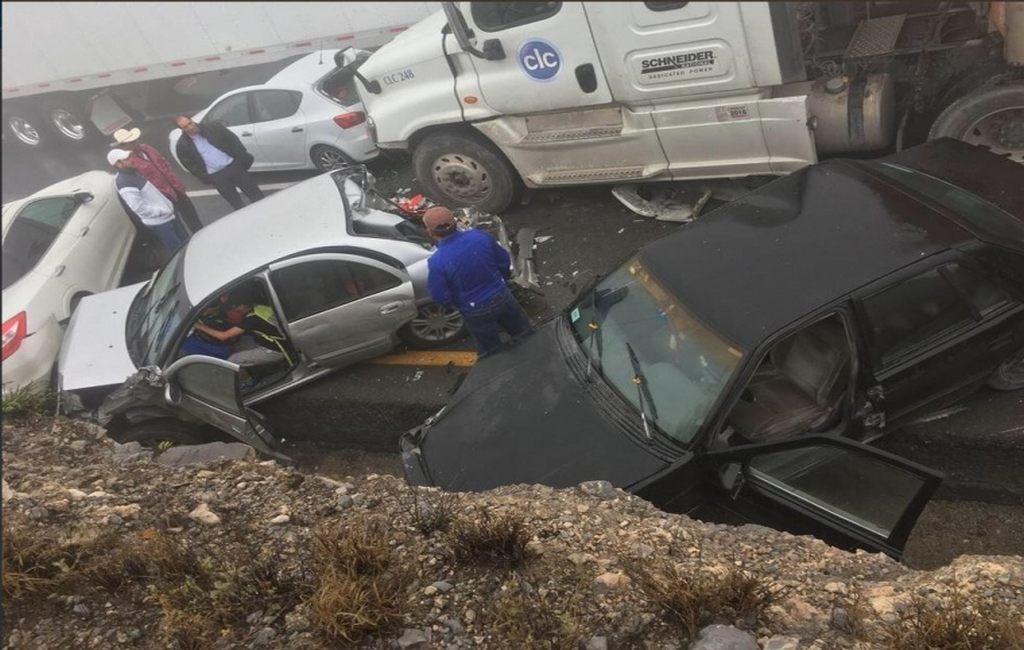 ВМексике 50 авто столкнулись водной трагедии