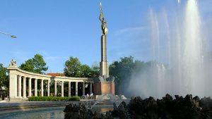 Память крови: Памятник Советскому Солдату в Вене спасен российскими туристами