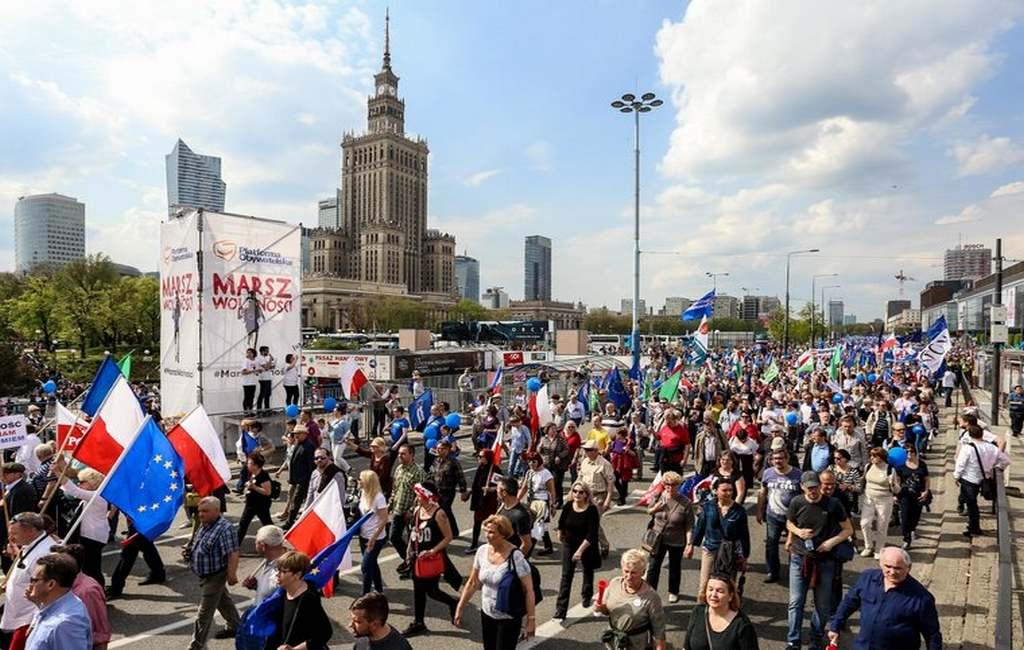 Польская оппозиция вышла на«Марш свободы» запрозрачность выборов