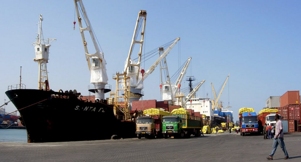 Судно с русской  пшеницей подверглось ракетному обстрелу уберегов Йемена