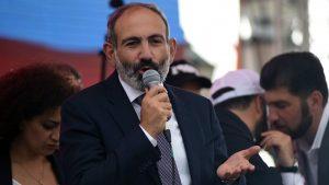Новый премьер Армении призвал прекратить народные протесты