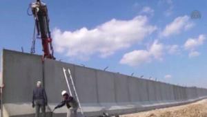 Турция достроила стену на границе с Сирией