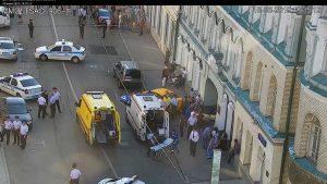 В центре Москвы таксист въехал в толпу пешеходов