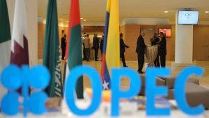 Страны ОПЕК договорились увеличить добычу нефти