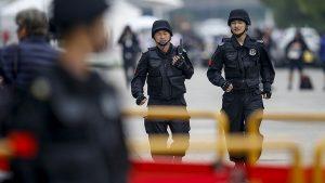 В Китае мужчина на автопогрузчике въехал в толпу