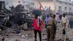 В результате серии взрывов в столице Сомали Могадишо погибли 10 человек