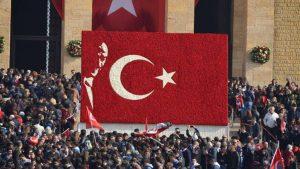 В Турции уволили 18,6 тыс. госслужащих